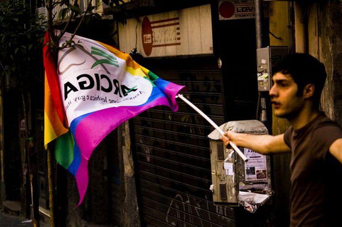 Image for Roma: violenze omofobe e disinteresse politico