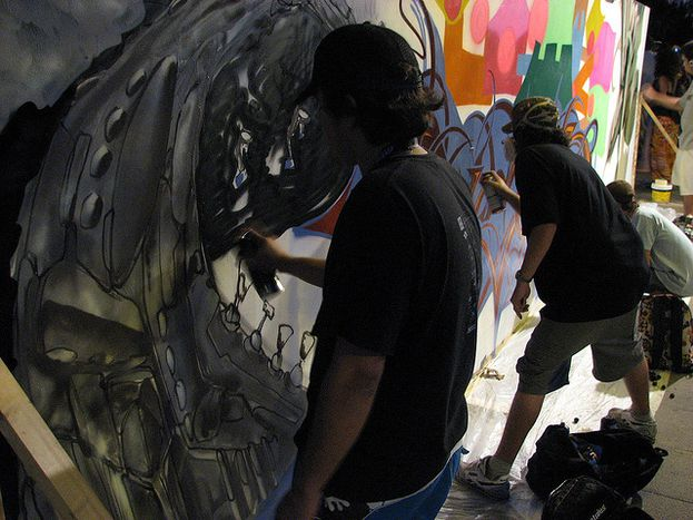 Image for 'Grafitis': ¿Es Sevilla tolerante con su 'color especial'?