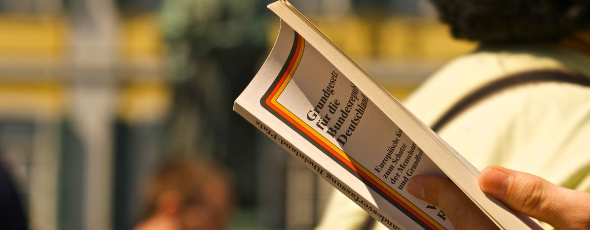 Image for Deutsch ins Grundgesetz: Alte Kamellen!?