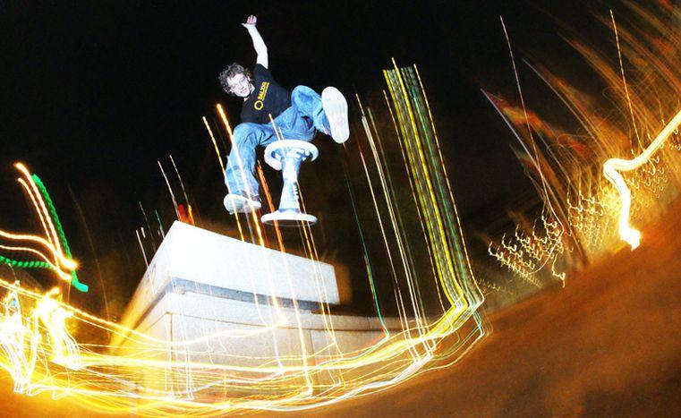 Image for Berlin et le skate avec un tabouret : quoi de neuf, Hocker ?