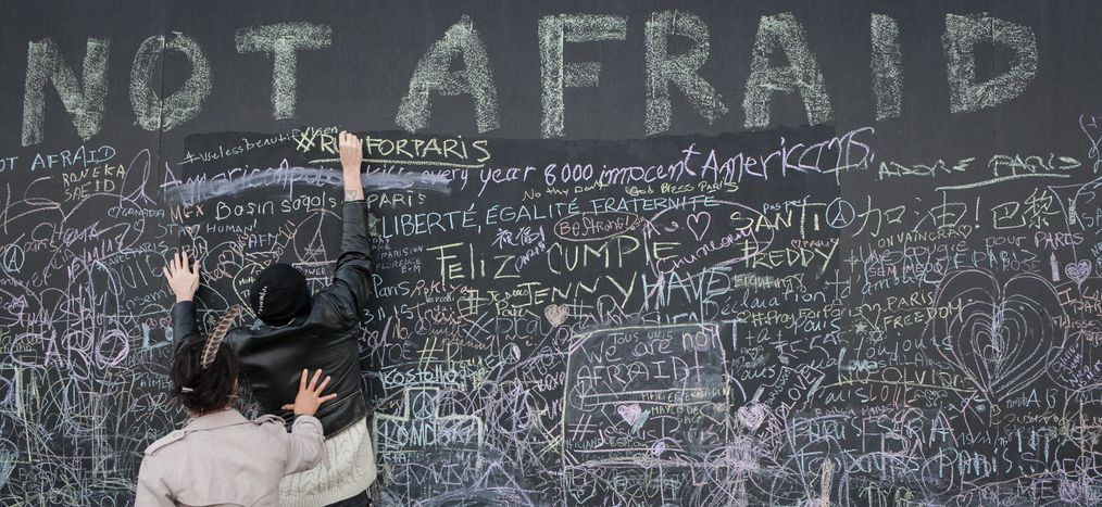 Image for Attentats de Paris : réseaux sociaux et autojustification