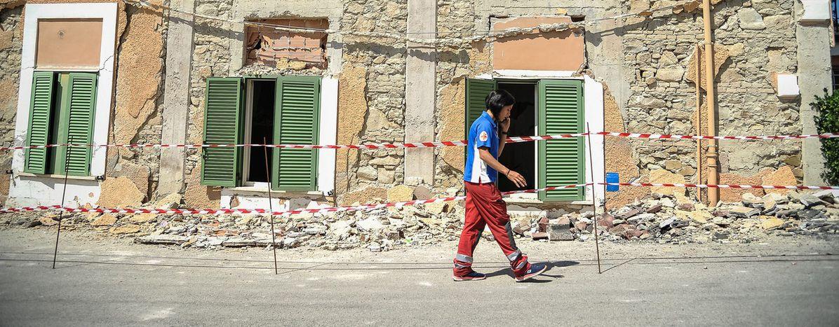 Image for Il dolore è grande, il cuore degli italiani pure