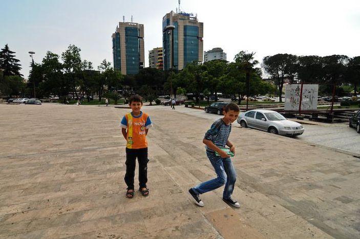 Image for Tirana rockt: Rundgang durch eine verwirrende Stadt