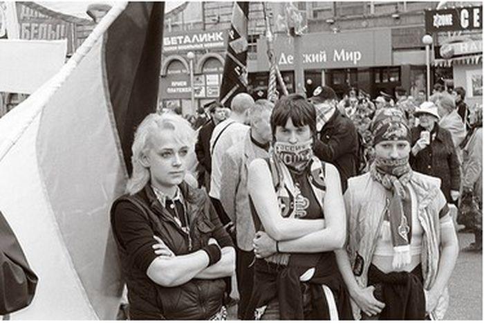 Image for L'extrême droite s'offre une seconde jeunesse sur le web