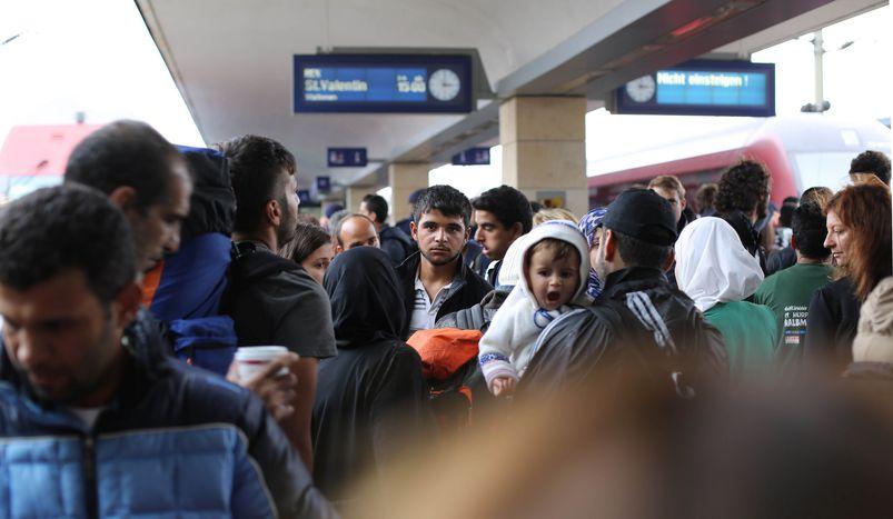 Image for Barcelona,MadrytiWalencja - miasta pomagają uchodźcom