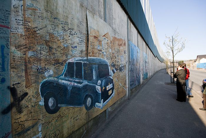 Image for Belfast in a black taxi: Europe's last divided city tries to overcome its past