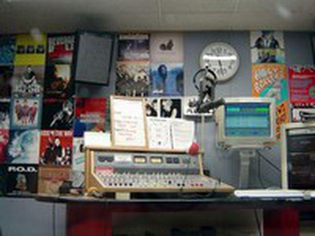 Image for Radio : l'Europe jusqu'au bout des ondes