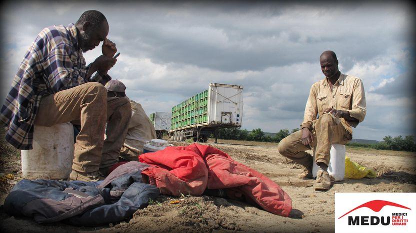 Image for Migrants en Italie : des jeunes flottent sur « l'après »
