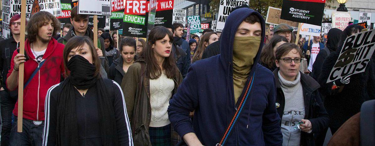 Image for Los jóvenes y la política: rumbo a los extremos