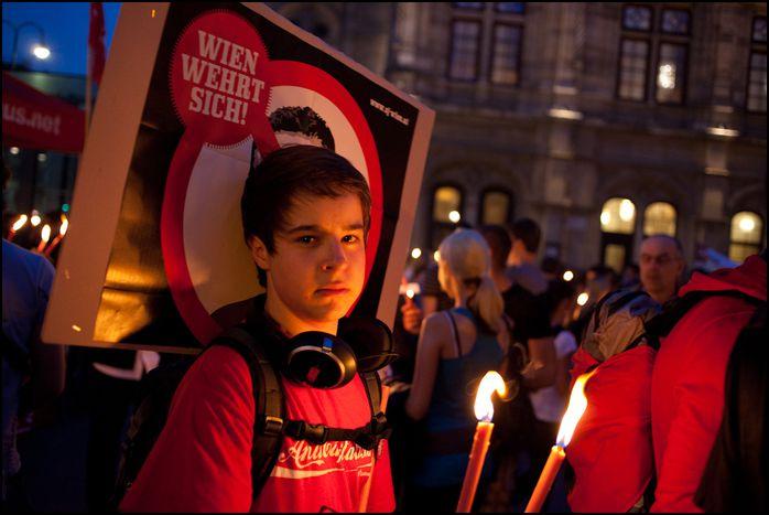 Image for Österreichs Jugend: Lieber Ziegelstein als HC Strache und Rosenkranz