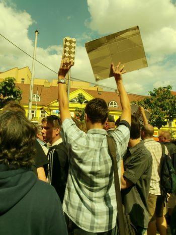 """Image for República Checa: """"Dejamos los huevos y vamos a votar""""…a la derecha"""