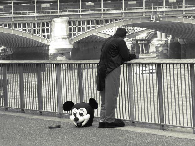 Image for Mickey auf der Brücke