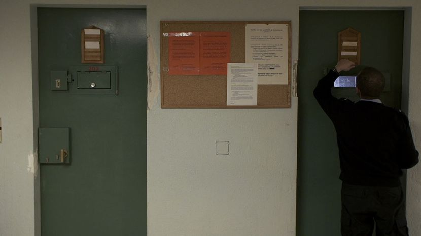 Image for «La nef des fous»: un film humain pour un débat serein