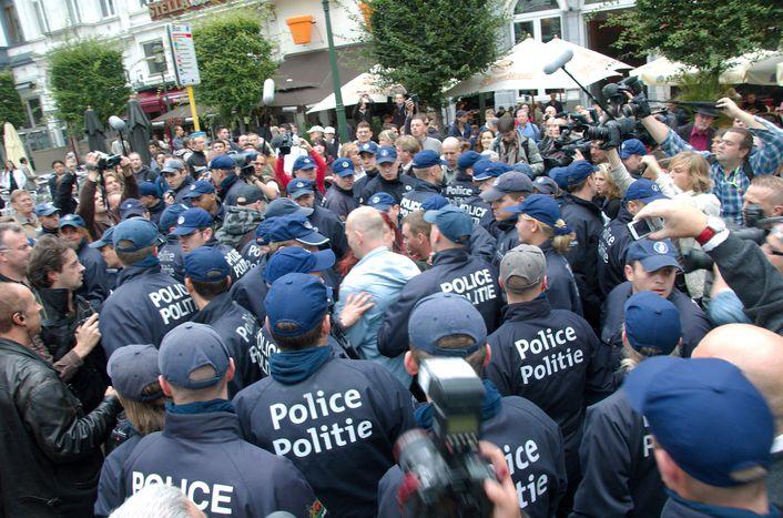 Image for Abusi in divisa. Non sono i muscoli di Stato a proteggerci.